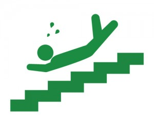 階段を落ちる
